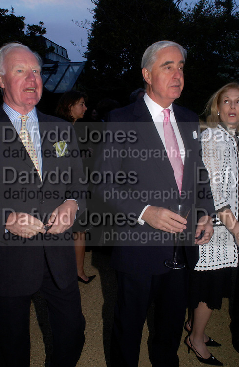 Jocelyn Stevens and Rupert Hambro. Cartier dinner after thecharity preview of the Chelsea Flower show. Chelsea Physic Garden. 23 May 2005. ONE TIME USE ONLY - DO NOT ARCHIVE  © Copyright Photograph by Dafydd Jones 66 Stockwell Park Rd. London SW9 0DA Tel 020 7733 0108 www.dafjones.com