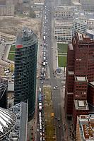 07 NOV 2002, BERLIN/GERMANY:<br /> Luftaufnahme der Korsos von Baufahrzeugen, Demonstration gegen die Kuerzung der Eigenheimzulage, Potsdamer Platz<br /> IMAGE: 20021107-01-071<br /> KEYWORDS: Demo, Bau, Baugewerbe, Kürzung, Demostrant, demonstrator, Subventionen