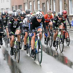 WEVELGEM (BEL) wielrennen: De vrouweneditie van Gent-Wevelgem werd verreden onder zware omstandigheden.<br /> Vera Koedooder terug in koers na een knieblessure