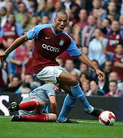 Fotball<br /> England<br /> Foto: Fotosports/Digitalsport<br /> NORWAY ONLY<br /> <br /> John Carew<br /> Aston Villa 2008/09<br /> Jamie Carragher Liverpool<br /> Aston Villa V Liverpool (0-0) 31/08/08<br /> The Barclays Premier League