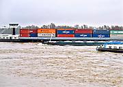 Nederland, Nijmegen, 3-8-2017 Binnenvaartschepen, beladen met containers, varen over de Waal richting DuitslandFOTO: FLIP FRANSSEN