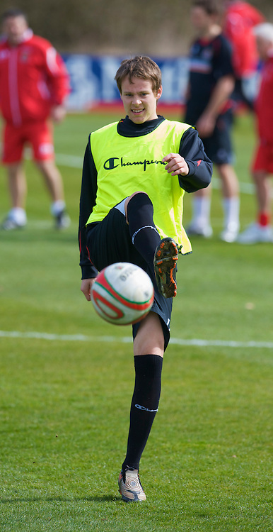 CARDIFF, WALES - Tuesday, March 24, 2009: Wales' Chris Gunter during training at the Vale of Glamorgan ahead of the 2010 FIFA World Cup Qualifying Group 4 match against Finland. (Pic by David Rawcliffe/Propaganda)