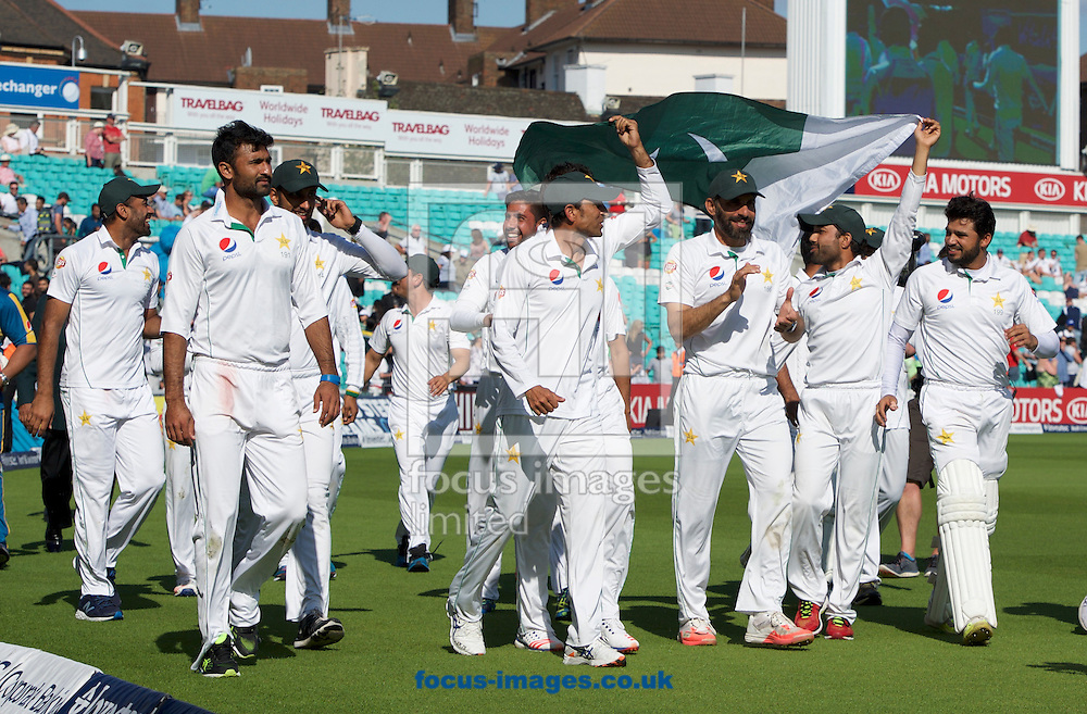 Pakistan players celebrate their win and drawing the series on Day Four of the fourth Investec Test Match at the Kia Oval, London<br /> Picture by Alan Stanford/Focus Images Ltd +44 7915 056117<br /> 14/08/2016