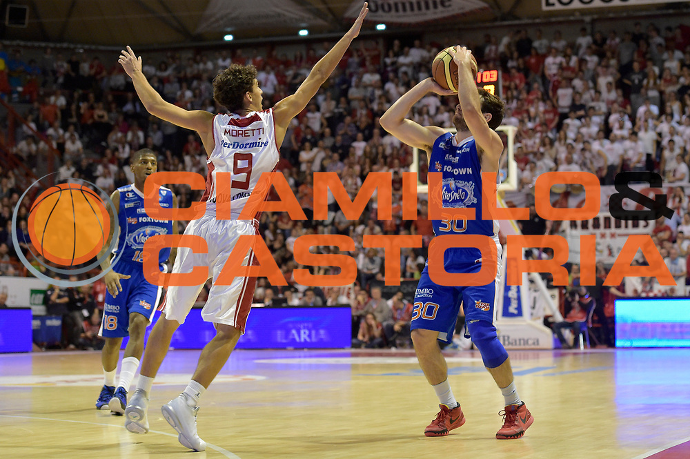 DESCRIZIONE : Campionato 2014/15 Giorgio Tesi Group Pistoia - Acqua Vitasnella Cant&ugrave;<br /> GIOCATORE : Stefano Gentile<br /> CATEGORIA : tiro three points sequenza<br /> SQUADRA : Acqua Vitasnella Cantu&rsquo;<br /> EVENTO : LegaBasket Serie A Beko 2014/2015<br /> GARA : Giorgio Tesi Group Pistoia - Acqua Vitasnella Cant&ugrave;<br /> DATA : 30/03/2015<br /> SPORT : Pallacanestro <br /> AUTORE : Agenzia Ciamillo-Castoria/GiulioCiamillo<br /> Galleria : LegaBasket Serie A Beko 2014/2015<br /> Fotonotizia : Campionato 2014/15 Giorgio Tesi Group Pistoia - Acqua Vitasnella Cant&ugrave;<br /> Predefinita :