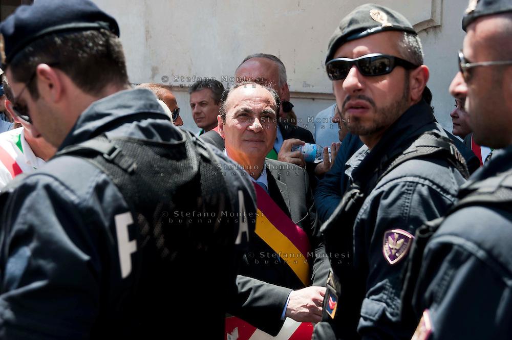 Roma 7 Giugno 2012 .Manifestazione degli abitanti  di Riano, a Piazza Montecitorio, contro la discarica di Pian Dell'Olmo.I  sindaci della zona tiberina  bloccati dalla polizia in attesa di entrare in parlamento