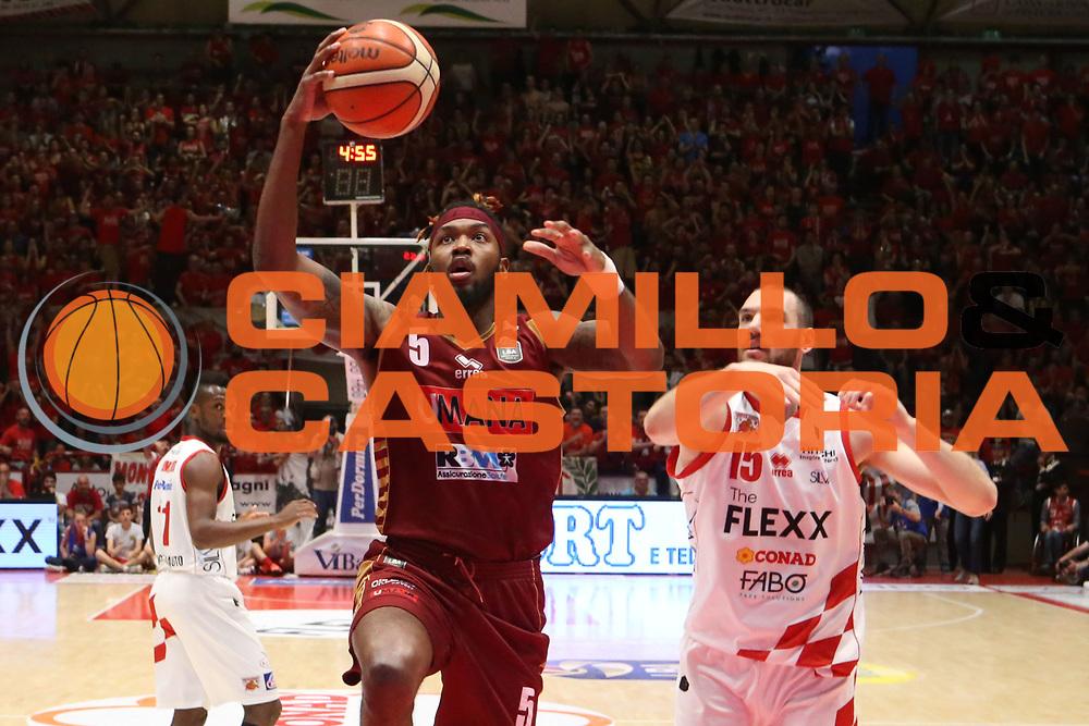Julyan Stone<br /> The Flexx Pistoia Umana Reyer Venezia<br /> Lega Basket Serie A 2016/2017<br /> Playoff Quarti di finale Gara 4<br /> Pistoia 19/05/2017<br /> Foto Ciamillo-Castoria