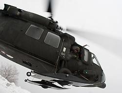 26.02.2010, Faschingalm, Lienz, AUT, Bundesheer Lawinenübung, im Bild ein S 70 Black Hawk, des österreichischen Bundesheeres, beim Abflug, EXPA Pictures © 2010, PhotoCredit: EXPA/ J. Feichter