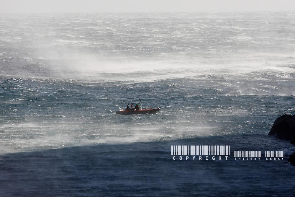 HIGH WIND AREA-50 KNOTS ON MARSEILLE