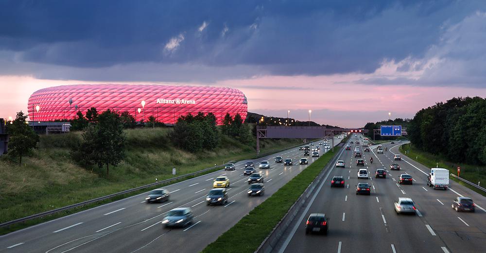 Die Allianz Arena ist ein Fußballstadion im Norden von München. Das Stadion liegt am nördlichen Ende des Münchner Stadtbezirks Schwabing-Freimann in der Fröttmaninger Heide.