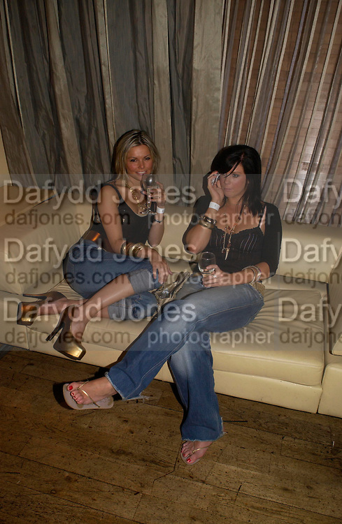 Jakki Degg and Billie Sampson. Rushes Soho Shorts Awards evening. 23 Coventry St. London. 4 August 2005. ONE TIME USE ONLY - DO NOT ARCHIVE  © Copyright Photograph by Dafydd Jones 66 Stockwell Park Rd. London SW9 0DA Tel 020 7733 0108 www.dafjones.com