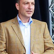 NLD/Arnhem/20110513 - Marco Borsato krijgt speciale tegel in het Gelredome, directeur Gelredome Jasper van Amstel