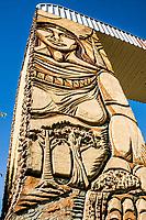 Mural no pórtico de entrada. Riqueza, Santa Catarina, Brasil. / <br /> Wall sculpture on the city portal. Riqueza, Santa Catarina, Brazil.