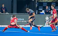 BHUBANESWAR, INDIA -  Thijs van Dam (Ned) met Nicolas de Kerpel (Belgie)     tijdens de  finale tussen België en Nederland bij het WK Hockey heren in het Kalinga Stadion. COPYRIGHT KOEN SUYK