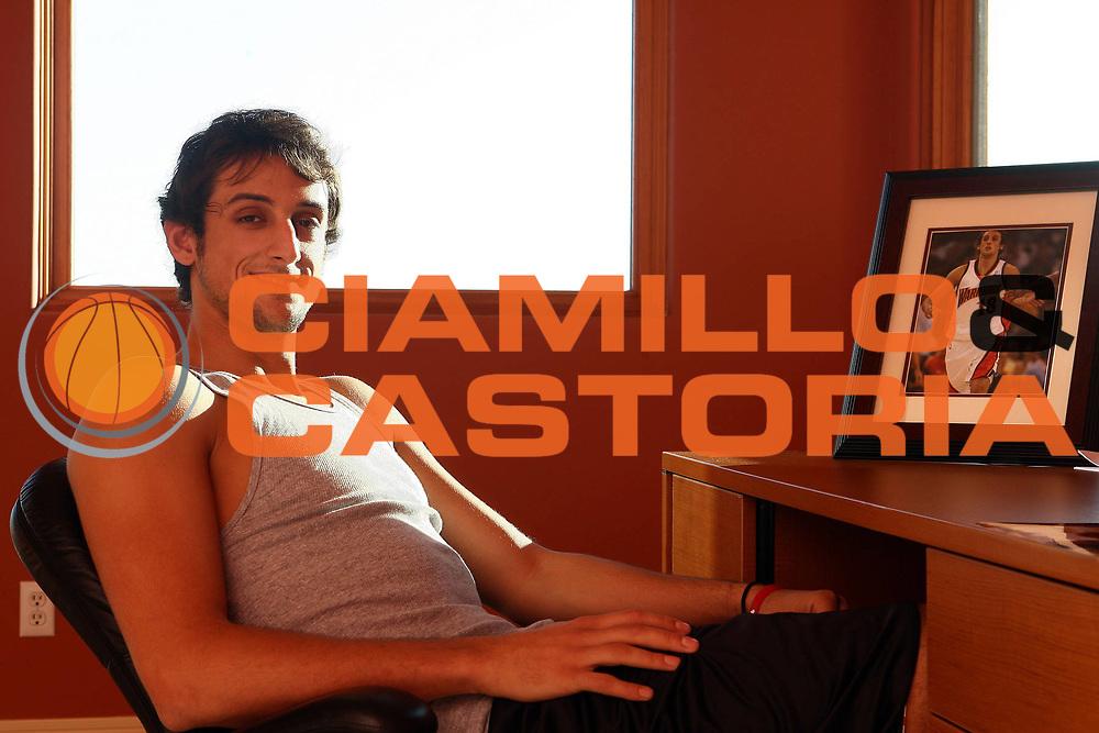 DESCRIZIONE : San Francisco<br /> GIOCATORE : Marco Belinelli<br /> SQUADRA : Golden State Warriors<br /> EVENTO : Campionato NBA 2007-2008 <br /> GARA : a casa sua<br /> DATA : 04/12/2007<br /> CATEGORIA : rtitratto posato<br /> SPORT : Pallacanestro <br /> AUTORE : Agenzia Ciamillo-Castoria/E.Castoria