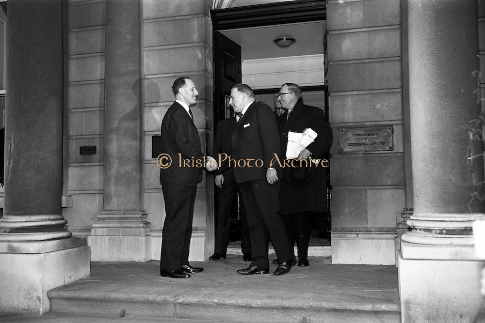 09/02/1965<br /> 02/09/1965<br /> 09 February 1965<br /> Prime Minister of Northern Ireland, Captain Terence O'Neill visits Taoiseach Sean Lemass in Dublin. Captain Terence O'Neill, Prime Minister of Northern Ireland, seen off by Taoiseach Sean Lemass after their talks at the Department of External Affairs in Dublin.