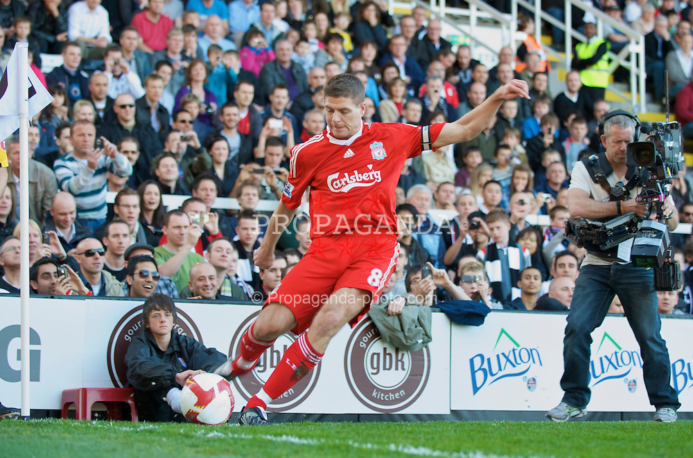 LONDON, ENGLAND - Saturday, April 4, 2009: Liverpool's captain Steven Gerrard MBE in action against Fulham during the Premiership match at Craven Cottage. (Pic by David Rawcliffe/Propaganda)