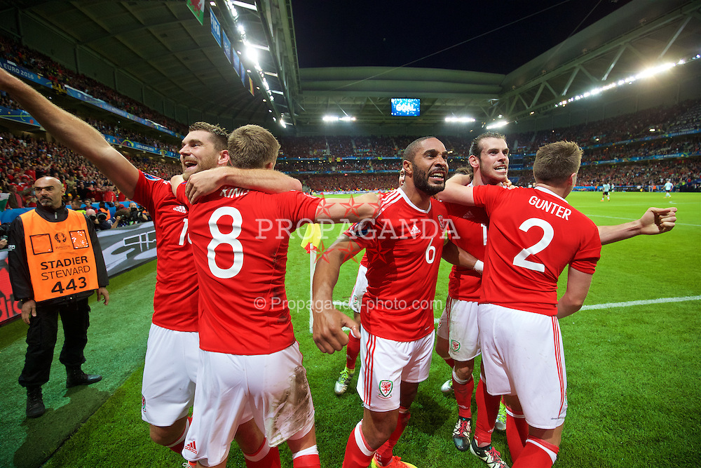 LILLE, FRANCE - Friday, July 1, 2016: Wales' captain Ashley Williams, Chris Gunter and Gareth Bale celebrate the third goal, scored by Sam Vokes [L] to seal a 3-1 victory over Belgium and reaching the Semi-Final during the UEFA Euro 2016 Championship Quarter-Final match at the Stade Pierre Mauroy. (Pic by David Rawcliffe/Propaganda)