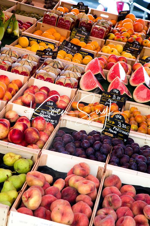 FRANKRIJK - BANDOL - Vers fruit op de markt van Bandol , aan de Franse zuidkust    ANP COPYRIGHT KOEN SUYK