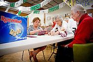 PERTH -  de senioren van de nederlandse club in perth komen om de twee weken bijelkaar voor een potje sjoelen  gestampte pot  en een goed gesprek met mede emigranten Koning willem alexander en koningin maxima aan australie van 31 oktober tot en met 4 novemberROBIN UTRECHT