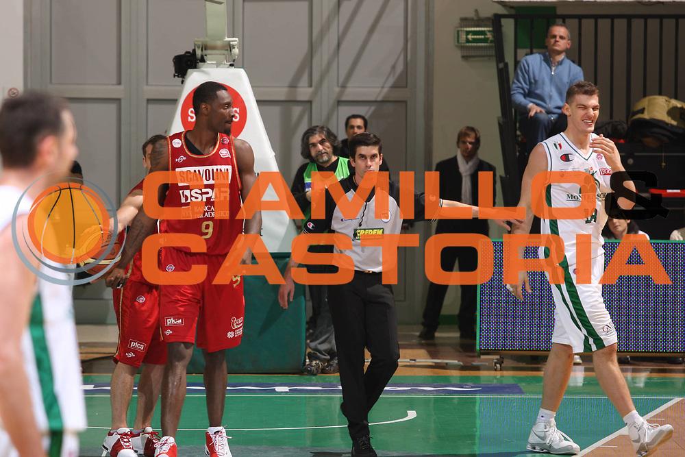 DESCRIZIONE : Siena Lega A1 2008-09 Montepaschi Siena Scavolini Spar Pesaro<br /> GIOCATORE : arbitro<br /> SQUADRA : <br /> EVENTO : Campionato Lega A1 2008-2009<br /> GARA : Montepaschi Siena Scavolini Spar Pesaro<br /> DATA : 21/12/2008<br /> CATEGORIA : arbitro<br /> SPORT : Pallacanestro<br /> AUTORE : Agenzia Ciamillo-Castoria/G.Ciamillo