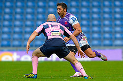 London Welsh Fly-Half (#10) Gavin Henson runs at Stade Francais Inside Centre (#12) Felipe Contepomi in the second half - Photo mandatory by-line: Rogan Thomson/JMP - Tel: Mobile: 07966 386802 13/10/2012 - SPORT - RUGBY - Kassam Stadium - Oxford. London Welsh v Stade Francais - European Challenge Cup