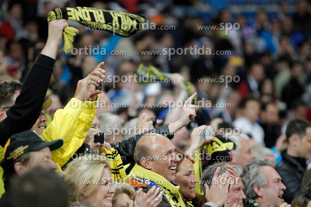 30.04.2013, Estadio Santiago Bernabeu, Madrid, ESP, UEFA CL, Real Madrid vs Borussia Dortmund, Halbfinale, Rueckspiel, im Bild Borussia Dortmund's fans celebrates // after UEFA Champions League 2nd Leg Semifinal Match between Real Madrid and Borussia Dortmund at the Estadio Santiago Bernabeu, Madrid, Spain on 2013/04/30. EXPA Pictures © 2013, PhotoCredit: EXPA/ Alterphotos/ Alvaro Hernandez..***** ATTENTION - OUT OF ESP and SUI *****