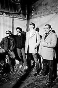 «Los Jardines Humanos» es un proyecto musical inicialmente formado en 2010 para la grabar sólo 6 temas de un EP. <br /> Un año después, Matías Amoçain (voz, guitarra, composición), Julio Denis (batería), Pablo Torrejón (contrabajo) e Iván «Novita» Silva (guitarras), comenzaron a presentarse en vivo y a madurar un repertorio que daría forma a su LP debut de 2012.<br /> <br /> Si bien «Los Jardines Humanos» -llamados así en tributo a una frase de una canción de Violeta Parra- comenzaron navegando en las aguas del folk-rock, el rodaje en vivo y la natural evolución musical los ha llevado a visitar playas más eléctricas y directas, donde The Beatles, Johnny Cash, y Neil Young, conviven con The Pretenders, Blondie y la E.L.O. Santiago de Chile. 24-08-2012 (©Alvaro de la Fuente/Triple.cl