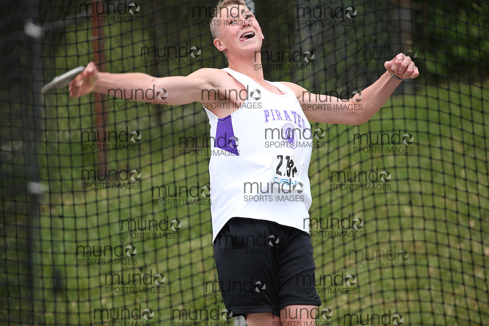 of  competes in the midget boys discus at the 2013 OFSAA Track and Field Championship in Oshawa Ontario, Thursday,  June 6, 2013.<br /> Mundo Sport Images / Sean Burges