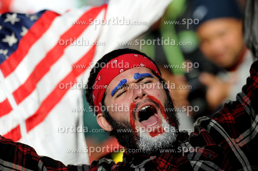 18.06.2010, Ellis Park Stadium, Johannesburg, RSA, FIFA WM 2010, Slovenia (SLO) vs United states of America (USA), im Bild American and Slovenia fan features. EXPA Pictures © 2010, PhotoCredit: EXPA/ InsideFoto/ Giorgio Perottino +++ for AUT and SLO only +++