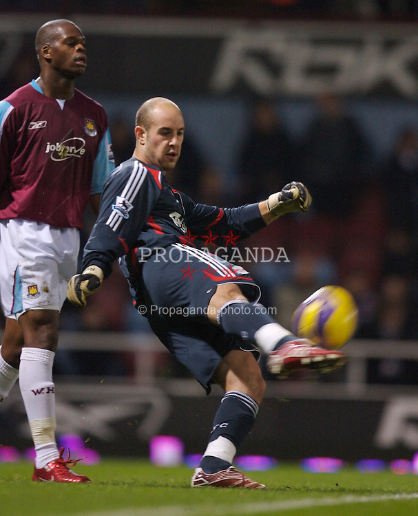 London, England - Tuesday, January 30, 2007: Liverpool's goalkeeper Jose Reina during the Premiership match against West Ham United at Upton Park. (Pic by David Rawcliffe/Propaganda)