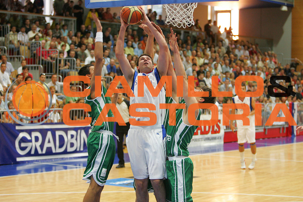 DESCRIZIONE : Gorizia Europeo Under 20 Serbia Slovenia <br /> GIOCATORE : Dragan Labovic<br /> SQUADRA : Serbia <br /> EVENTO : Campionato Europeo Under 20 <br /> GARA : Serbia Slovenia <br /> DATA : 06/07/2007 <br /> CATEGORIA : Tiro <br /> SPORT : Pallacanestro <br /> AUTORE : Agenzia Ciamillo-Castoria/S.Silvestri <br /> Galleria : Europeo Under 20 <br /> Fotonotizia : Goriza Campionato Europeo Under 20 Serbia Slovenia <br /> Predefinita :