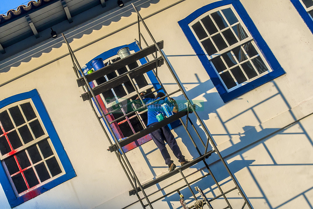 April 25, 2018 - Sao Paulo, Brazil - The cleaning and restoration works of the facade of Pateo do Collegio, in the Center of São Paulo, on April 25, 2018.. Volunteers started cleaning last week to eliminate the graffiti done in the early hours of the 10th. (Credit Image: © Cris Faga/NurPhoto via ZUMA Press)