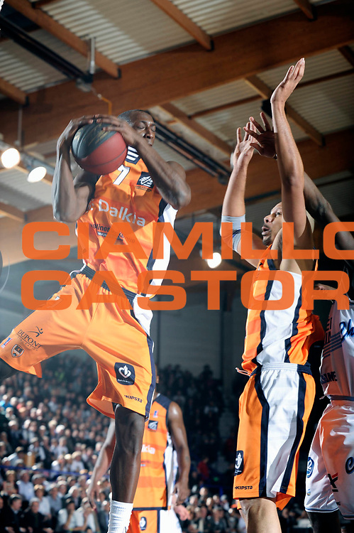 DESCRIZIONE : Championnat de France Pro A Semaine des As Roanne<br /> GIOCATORE : Sy Pape<br /> SQUADRA : Gravelines<br /> EVENTO : Pro A Semaine des As<br /> GARA : Roanne Gravelines<br /> DATA : 16/02/2012<br /> CATEGORIA : Basketball France Homme<br /> SPORT : Basketball<br /> AUTORE : JF Molliere<br /> Galleria : France Basket 2011-2012 Action<br /> Fotonotizia : Championnat de France Basket Pro A Semaine des As<br /> Predefinita :