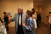 Robert Robbins and Bridget Riley,  Bridget Riley exhibition. Timothy Taylor Gallery. 6 June 2006. ONE TIME USE ONLY - DO NOT ARCHIVE  © Copyright Photograph by Dafydd Jones 66 Stockwell Park Rd. London SW9 0DA Tel 020 7733 0108 www.dafjones.com