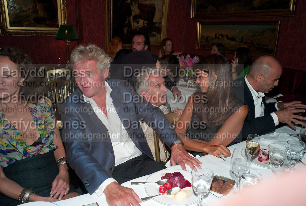 COUNT Leopold von Bismarck; PATRICK KINMOUTH; DEBBIE VON BISMARCK; GUY DELLAL, , Dinner hosted by Elizabeth Saltzman for Mario Testino and Kate Moss. Mark's Club. London. 5 June 2010. -DO NOT ARCHIVE-© Copyright Photograph by Dafydd Jones. 248 Clapham Rd. London SW9 0PZ. Tel 0207 820 0771. www.dafjones.com.