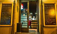 Prague, la ville aux mille tours et mille clochers, n&rsquo;a pas seulement inspire Andre Breton et les surrealistes. Chaque annee, la belle Tcheque seduit des millions d&rsquo;admirateurs du monde entier. Monuments, fa&ccedil;ades et statues racontent une histoire mouvementee ou planent les ombres du Golem, de Mucha ou de Kafka.<br /> Depuis 1992, le centre ville historique est inscrit sur la liste du patrimoine mondial par l'UNESCO<br /> Stare Mesto