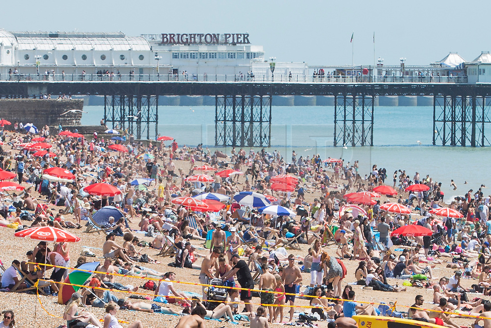 © Licensed to London News Pictures. 17/06/2017. Brighton, UK. Thousands of people enjoy the hot and sunny weather as they take to the beach in Brighton and Hove on one of the hottest days of the year so far. Photo credit: Hugo Michiels/LNP