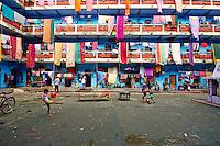 Inde, Bengale Occidental, Calcutta (Kolkata), cour d un immeuble // India, West Bengal, Kolkata, Calcutta, building courtyard