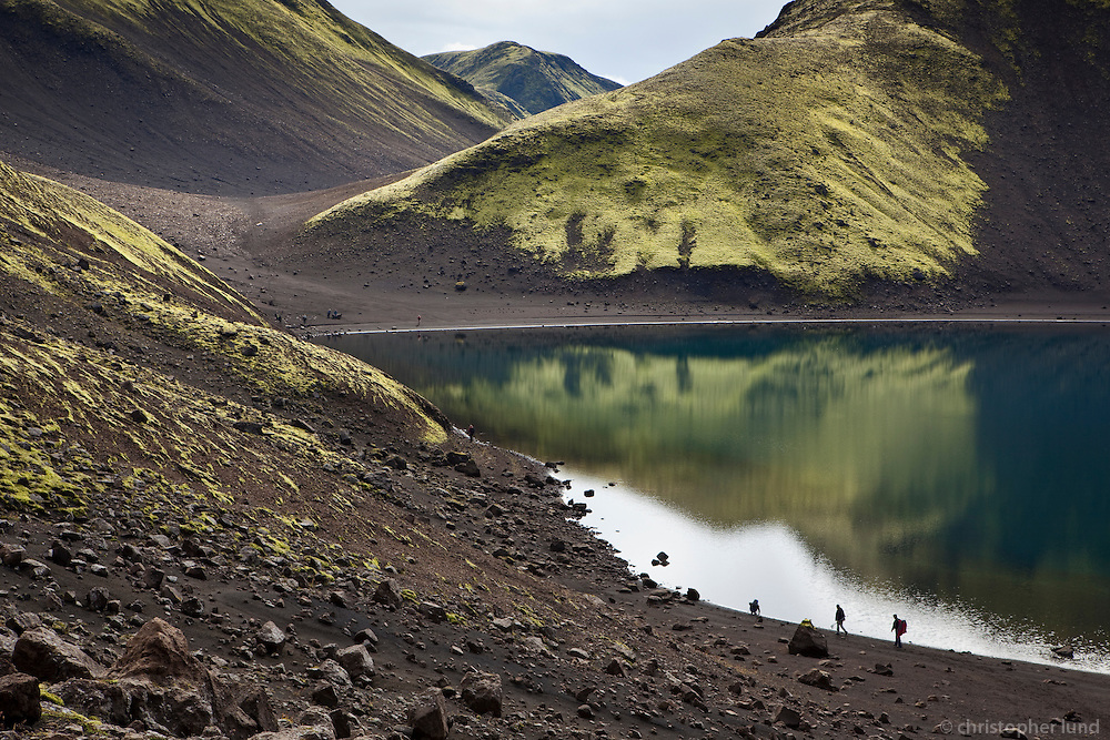 Gengið í vatnasvæði Fögrufjalla austan við Langasjó. Hiking in Fogrufjoll mountains.