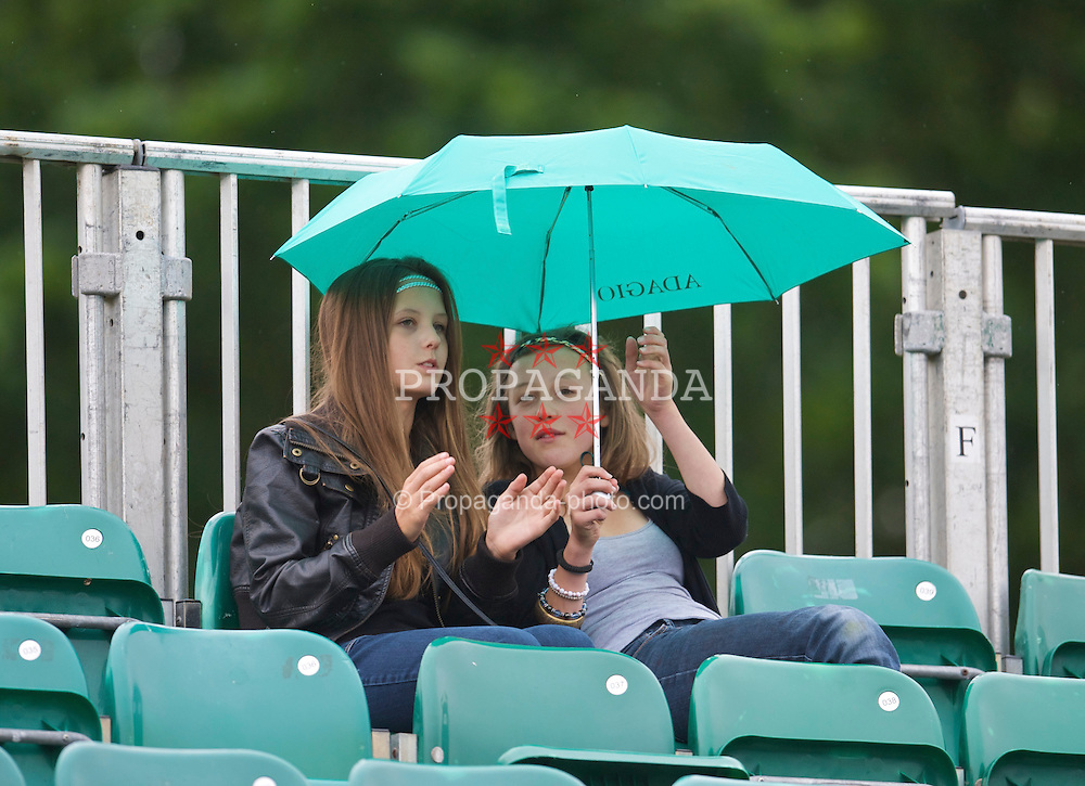 LIVERPOOL, ENGLAND - Sunday, June 21, 2009: Spectators shelter from the rain during Day Five of the Tradition ICAP Liverpool International Tennis Tournament 2009 at Calderstones Park. (Pic by David Rawcliffe/Propaganda)