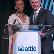 Visit Seattle Annual Meeting 2018. Michelle Mason (Association Forum) and Tom Norwalk (VS President & CEO). Photo by Alabastro Photography.