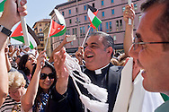 Roma 18 Maggio 2015<br /> Festa delle delegazioni di fedeli provenienti dalla Palestina, Giordania  e Libano alla Basilica di Santa Maria Maggiore, per la canonizzazione  delle prime due sante palestinesi. Padre Rifat Bader (C) Direttore Generale, Centro Cattolico di Studi e Media, in Giordania.<br /> Rome 18th May 2015<br /> Feast of the delegations of faithful from Palestine, Jordan and Lebanon to the Basilica of Santa Maria Maggiore, for the canonization of the first two holy Palestinians. Father Rifat Bader(C) General Director Catholic Center for Studies and Media, to Jordan.