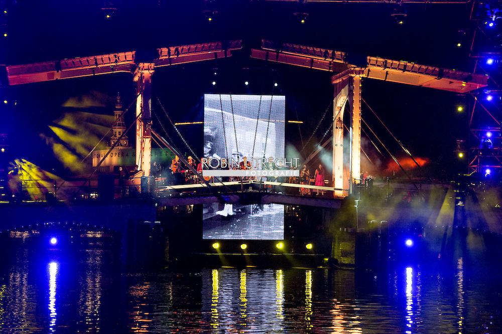 AMSTERDAM - Koning Willem Alexander, koningin Maxima en Prinses Beatrix zijn aanwezig bij de slotviering van 200 jaar Koninkrijk der Nederlanden in theater Carre.  copyright robin utrecht