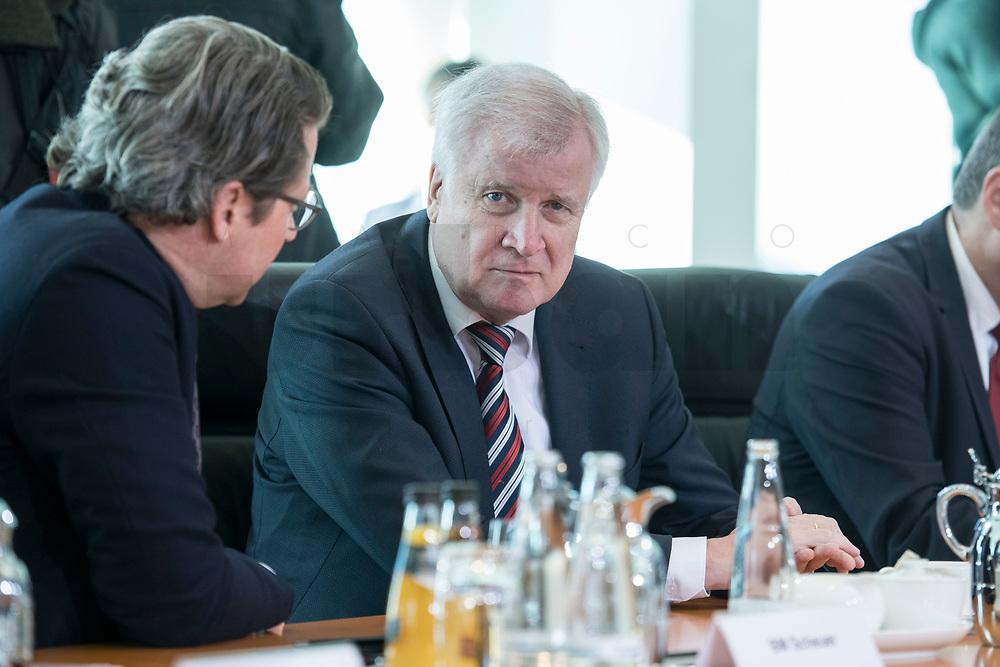 31 OCT 2018, BERLIN/GERMANY:<br /> Horst Seehofer, CSU, Bundesinnenminister, vor Beginn der Kabinettsitzung, Bundeskanzleramt<br /> IMAGE: 20181031-01-024<br /> KEYWORDS: Kabinett, Sitzung