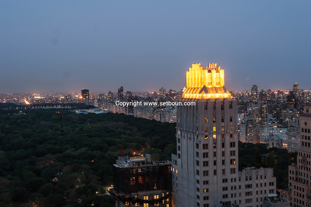 New York. elevated view on central park building and cityscape, New York - United states  / central park et la ligne des buildings, toit or  New York - Etats-unis /