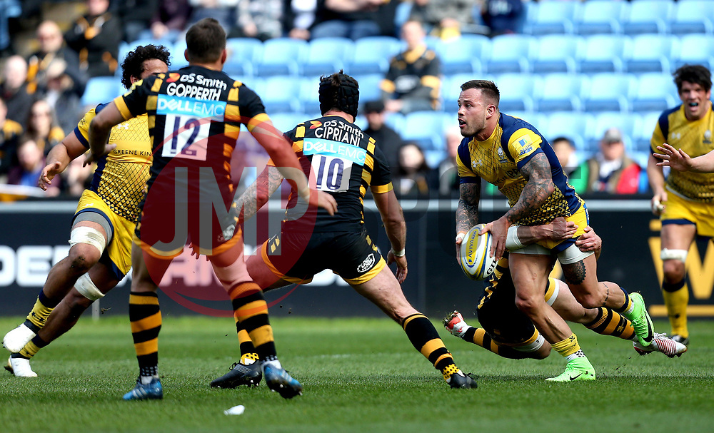 Francois Hougaard of Worcester Warriors passes the ball - Mandatory by-line: Robbie Stephenson/JMP - 26/03/2017 - RUGBY - Ricoh Arena - Coventry, England - Wasps v Worcester Warriors  - Aviva Premiership