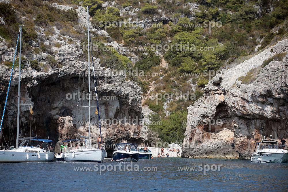 THEMENBILD - Die kroatische Insel Ravnik liegt vor der K&uuml;ste der Insel Vis. Sie ist unter dem Namen Gr&uuml;ne Grotte bekannt. Sie ist eine Abrasion H&ouml;hle mit zwei Eing&auml;ngen und &Ouml;ffnung an der Oberseite durch die das Licht eindringen kann und die das Meer in eine magisch gr&uuml;ne Farbe verf&auml;rbt. Aufgenommen am 25. August 2013 // THEMES PICTURE - The Croatian island coming aground off the coast of the island of Vis. She is known as the Green Grotto. She is an abrasion cave with two entrances and opening at the top through which light can penetrate and discolor the sea in a magical green color. Pictured on 25th of August 2013. EXPA Pictures &copy; 2013, PhotoCredit: EXPA/ Pixsell/ Dalibor Urukalovic<br /> <br /> ***** ATTENTION - for AUT, SLO, SUI, ITA, FRA only *****