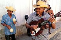 Cuba, Province de Sancti Spiritus, Trinidad, Patrimoine mondial de l'UNESCO, Musiciens // Cuba, Region of Sancti Spiritus, Trinidad, World heritage of UNESCO, Musician