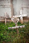 Lampedusa, Sicilia, ott 2013. Nel cimitero comunale le tombe di alcuni migranti senza nome. Lampedusa Island, Sicily, Italy, oct 2013. In the cemetery the graves of some migrants with no name.