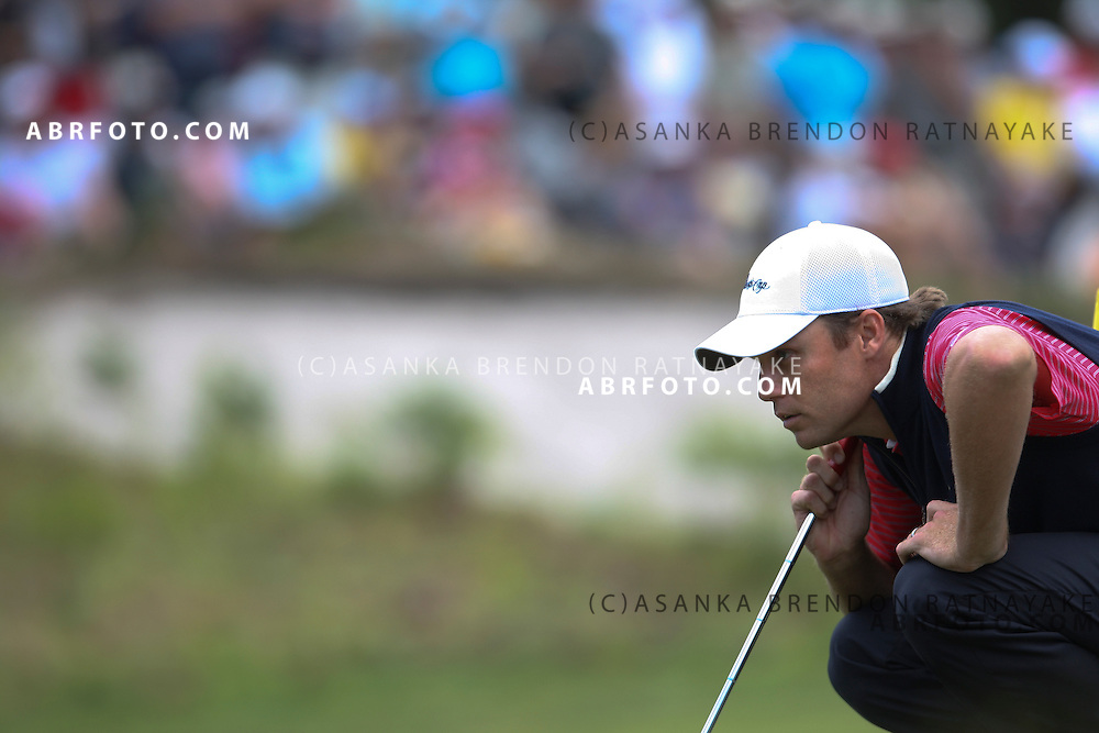 20 November 2011 : Nick Watney reads a putt during the fifth-round Sunday Final round single ball matches at the Presidents Cup at the Royal Melbourne Golf Club in Melbourne, Australia. .